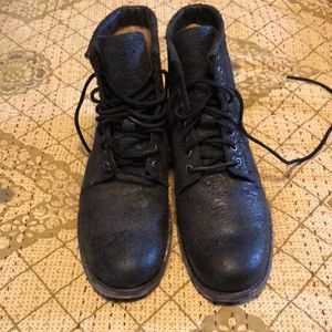Frye distressed leather boots 9.5 D